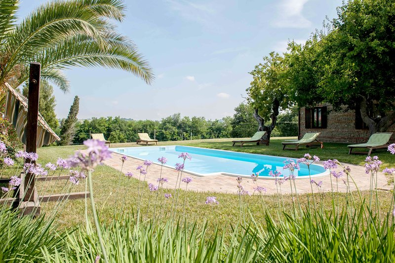 Beautiful house with shared pool, vacation rental in Angeli Stazione