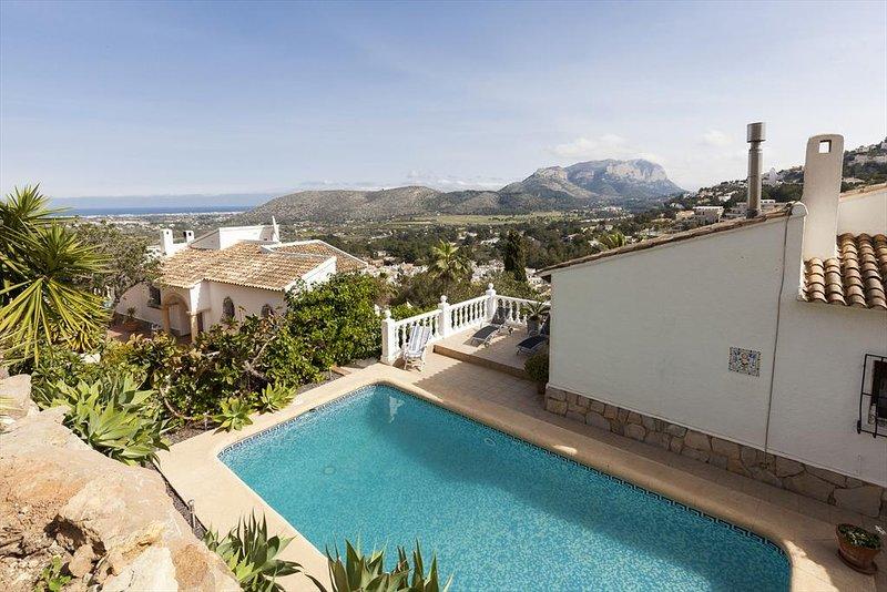 Casas Alfas Villa Sleeps 6 with Pool Air Con and Free WiFi - 5313738, vacation rental in Muntanya la Sella
