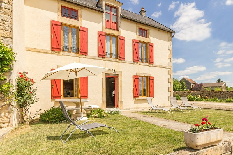 Nice house in Éringes & Wifi, vacation rental in Montbard