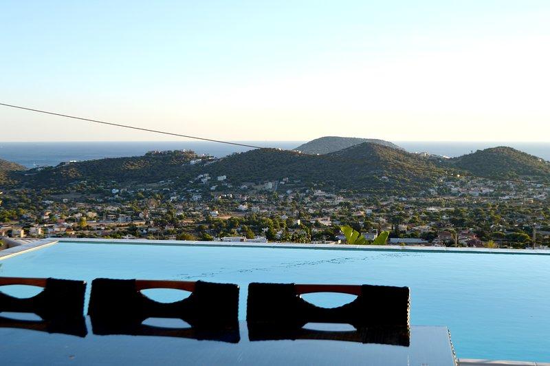 Spacious villa with swimming-pool, holiday rental in Palaia Fokaia