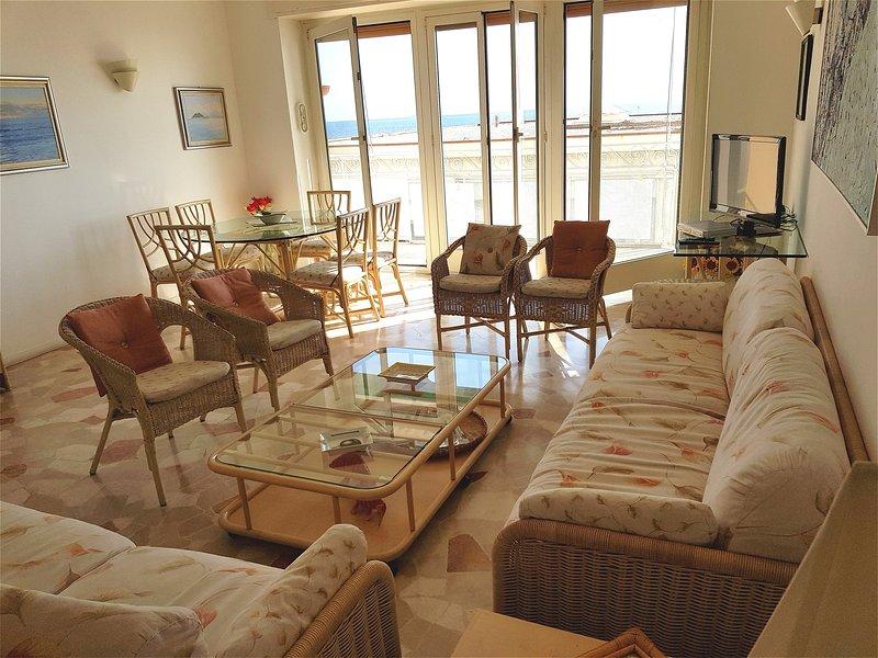 Spacious apt with sea view, aluguéis de temporada em Alassio