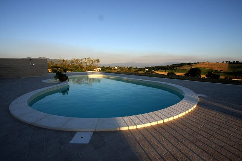 Apartment with shared pool, holiday rental in Montecastrilli