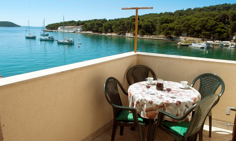 Nice apartment with sea view & Wifi, vacation rental in Prvic Sepurine