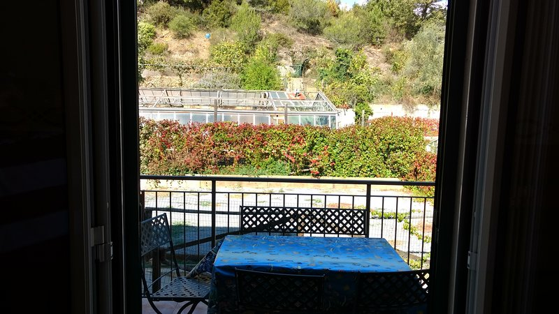 Amazing apartment with balcony, vacation rental in Semino