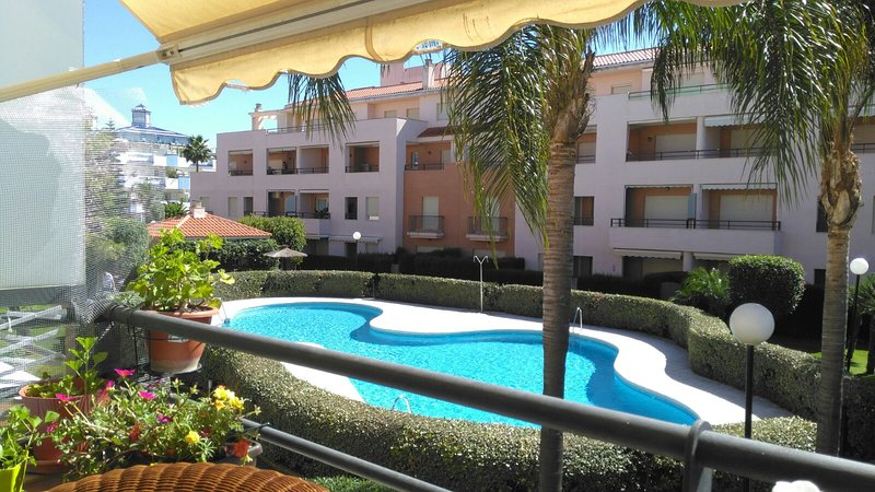 Spacious apt with shared pool, vacation rental in Rota