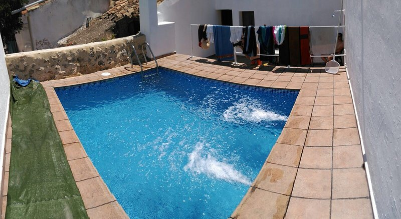 Spacious villa with swimming-pool, vacation rental in Carcelen