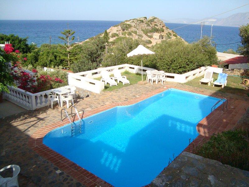 Nice apt with shared pool & balcony, holiday rental in Agios Nikolaos