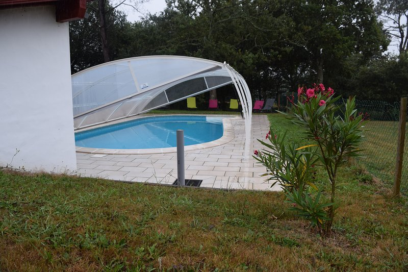 Amazing house with swimming-pool, vacation rental in Ahetze