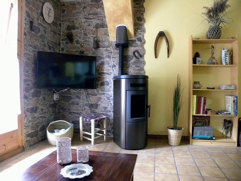 Apartamento en el Pirineo. Cerca de todo. Acogedor, location de vacances à La Torre de Cabdella