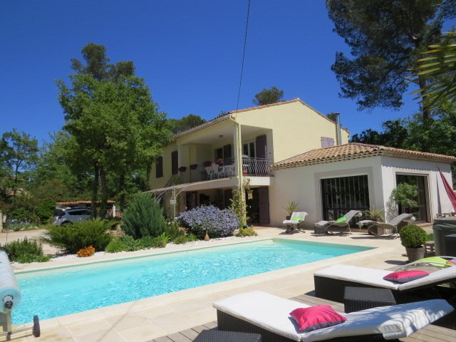 Amazing villa with swimming-pool, holiday rental in Signes