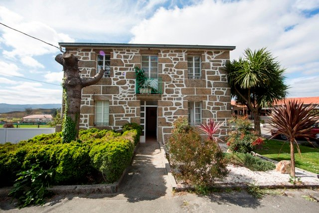 Amazing house with balcony, holiday rental in Negreira