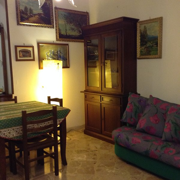 Beautiful apartment with balcony, holiday rental in Prizzi
