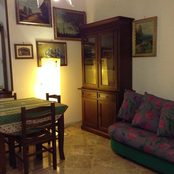 Beautiful apartment with balcony, alquiler vacacional en Landro