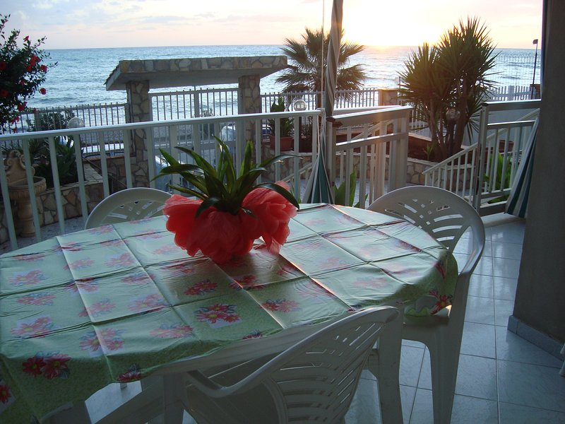 Nice apt with sea view & terrace, vacation rental in Ribera