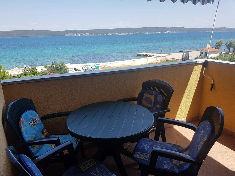 Nice apartment with sea view & Wifi, holiday rental in Dobropoljana