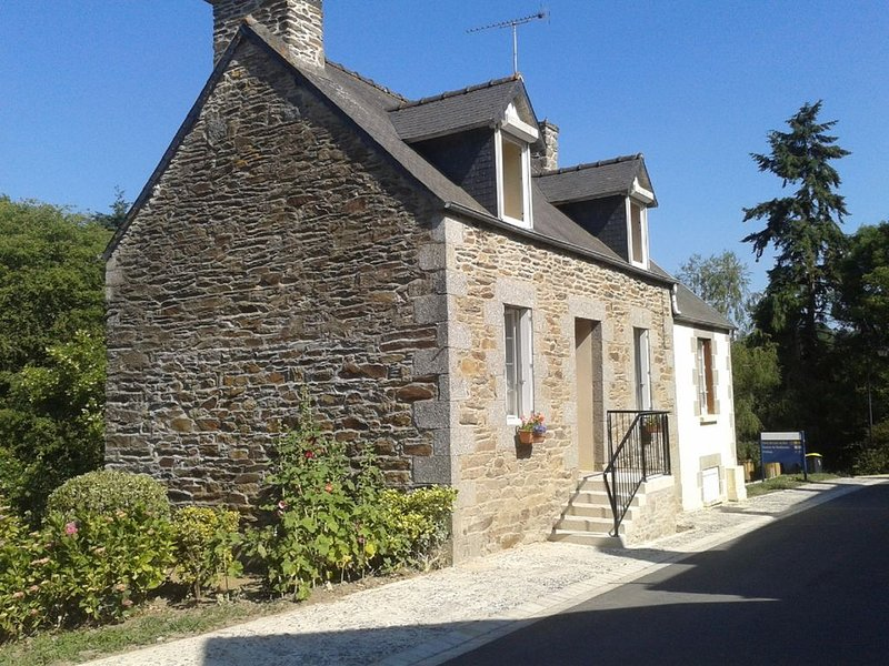 Nice house in Loc-Envel, holiday rental in Bourbriac