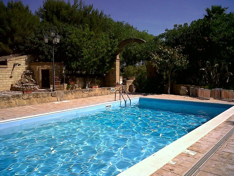 Amazing villa with swimming-pool, vacation rental in Mazara del Vallo