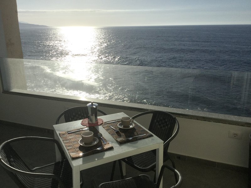 Amazing apt with sea view & terrace, holiday rental in Punta Brava