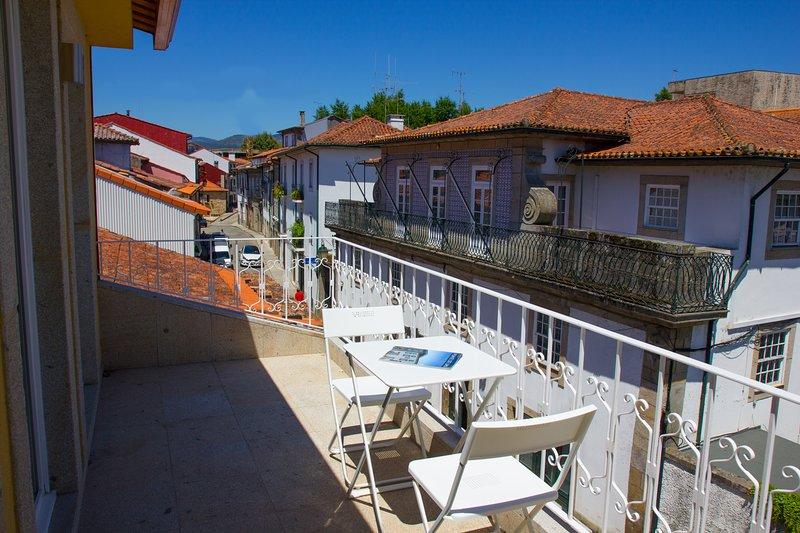 Spacious house with balcony & Wifi, location de vacances à Facha