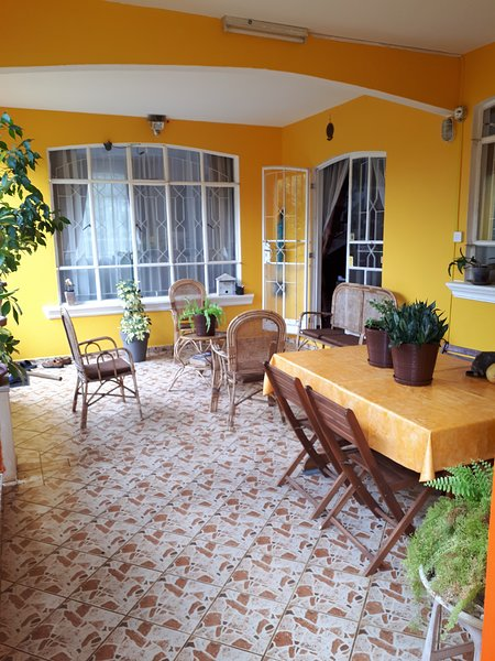 Beautiful house with garden & Wifi, alquiler de vacaciones en Distrito de Savanne