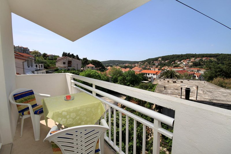 Jelsa Apartment Sleeps 4 with Air Con - 5459000, holiday rental in Pitve