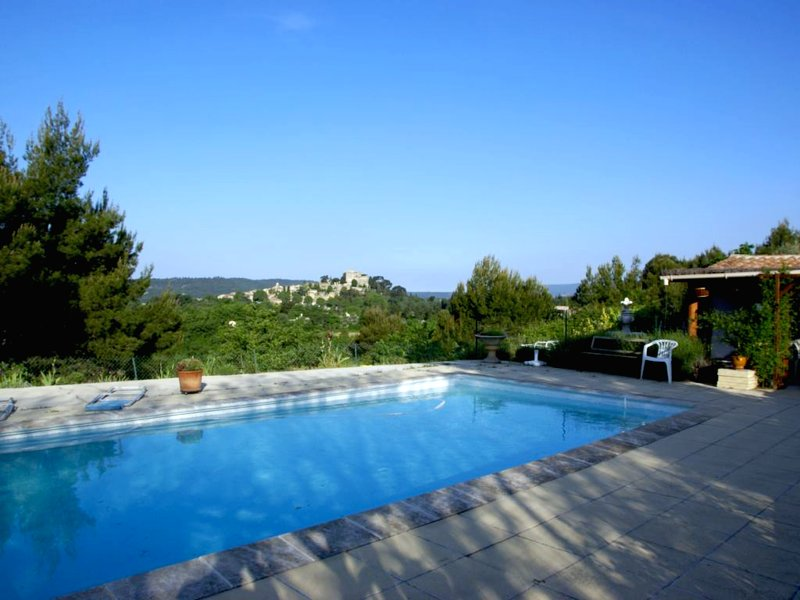 Nice house with shared pool & Wifi, holiday rental in Saint-Martin-de-la-Brasque