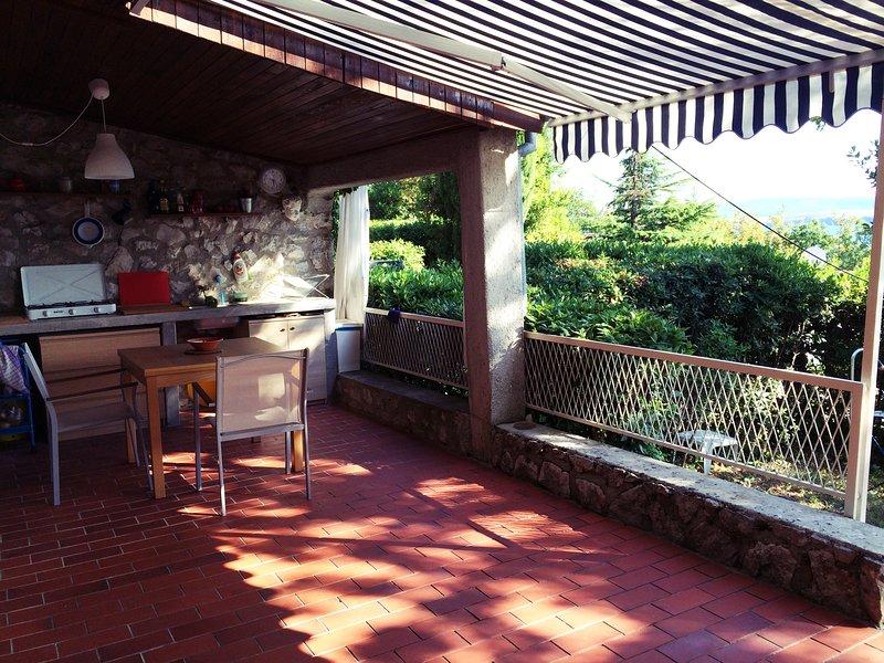 Nice house with sea view & terrace, location de vacances à Jadranovo