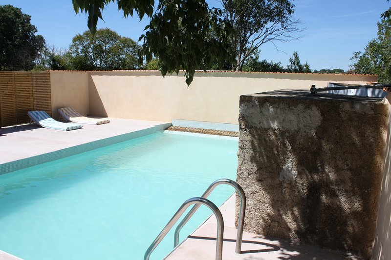 Spacious villa with swimming-pool, alquiler vacacional en Béziers