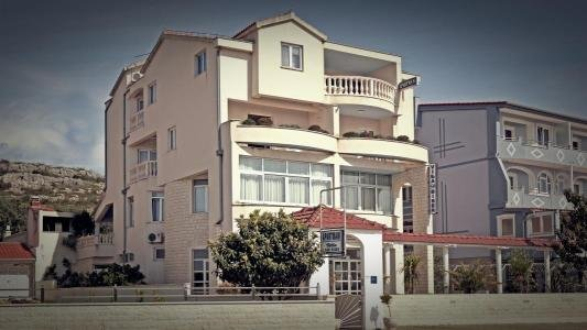 Nice apt with sea view & terrace, holiday rental in Zablace