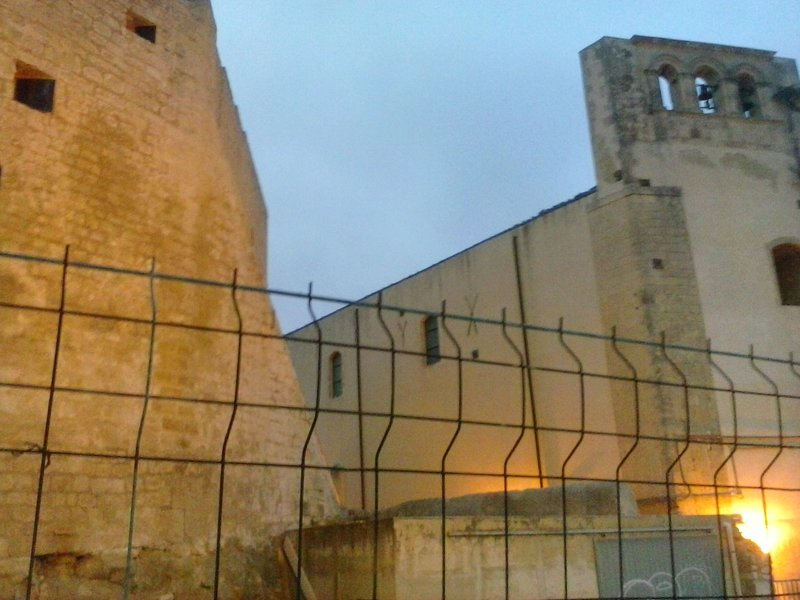 View of a glimpse of the Castle of the Counts, near the Houses of Avi