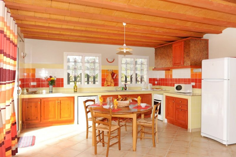 Spacious house with mountain view, vakantiewoning in Castelnou