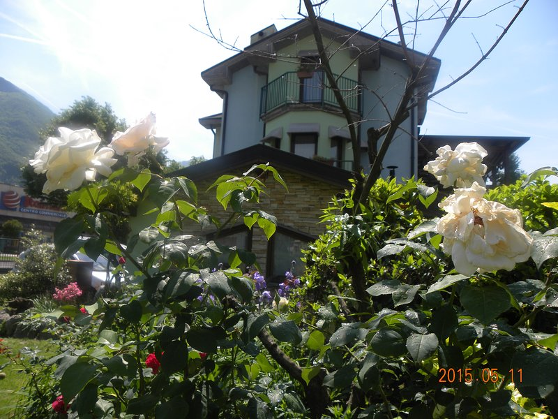 CasaFulvia-Appartamento 'Romanino', holiday rental in Bossico