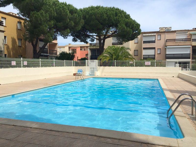 Nice studio with shared pool, holiday rental in La Tamarissiere