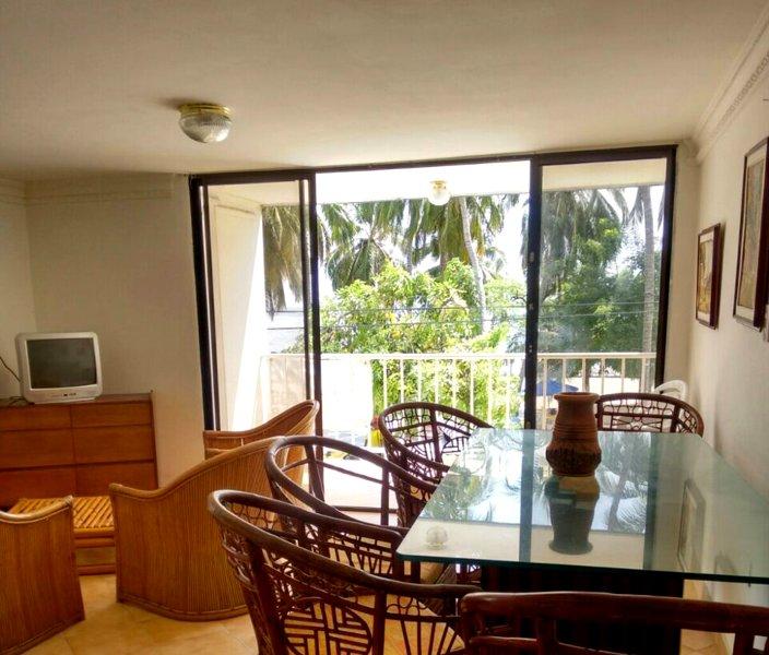 Nice apt with sea view & balcony, alquiler de vacaciones en Gaira