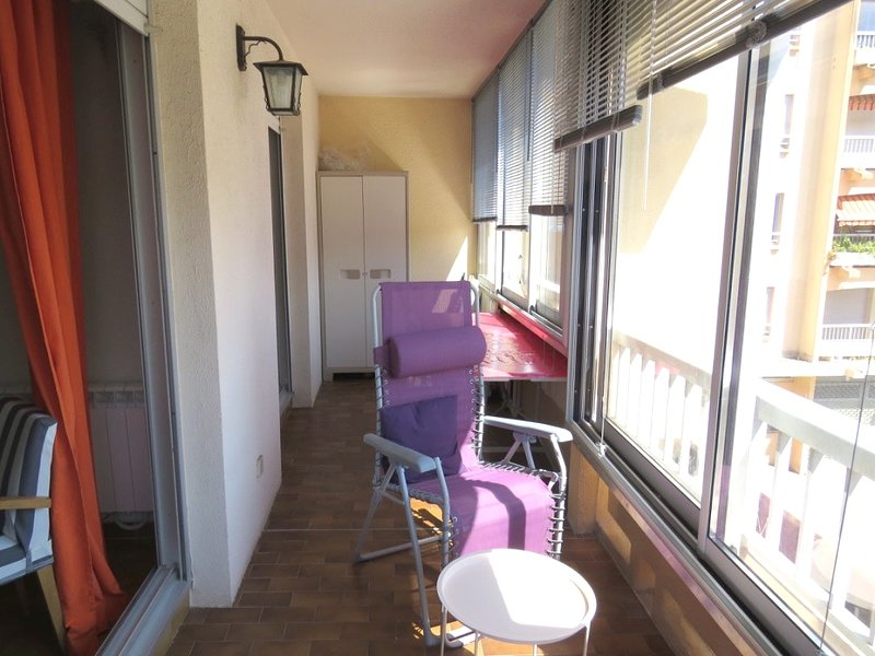 Beautiful apartment near the beach, holiday rental in Tamaris-sur-Mer