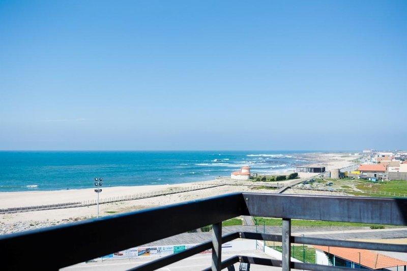 Beautiful apt with sea view & Wifi, vacation rental in Povoa de Varzim