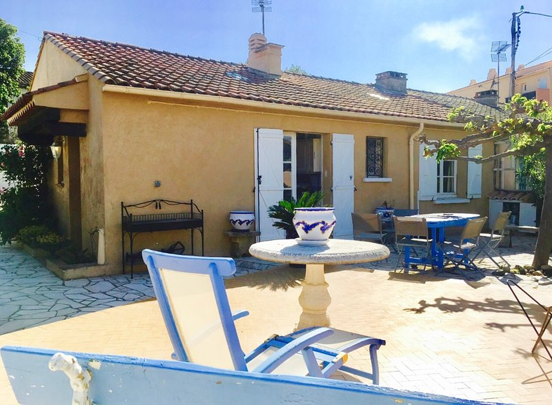 Nice house with terrace, vacation rental in Cogolin