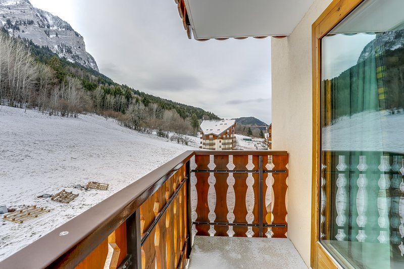 Amazing apt with mountain view, holiday rental in Thollon-les-Memises