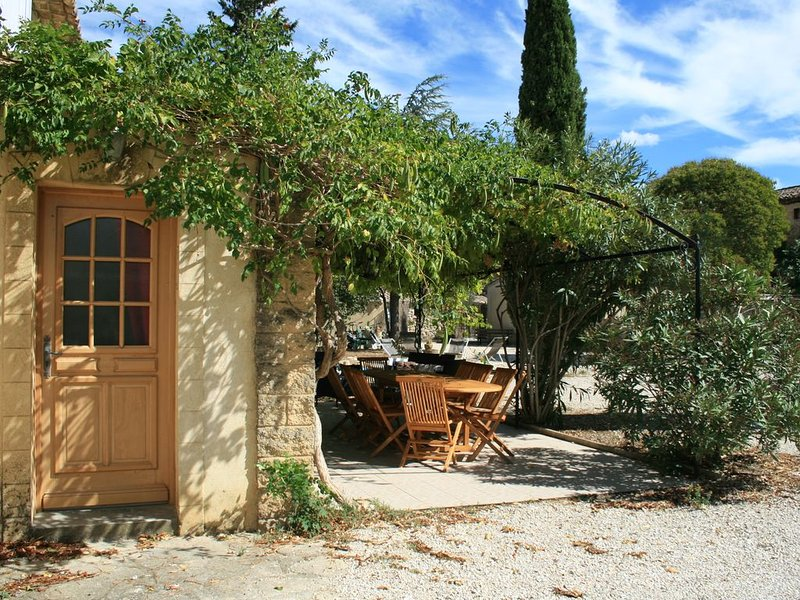 Gite à Saint Victor La Coste (Gard), aluguéis de temporada em Orsan