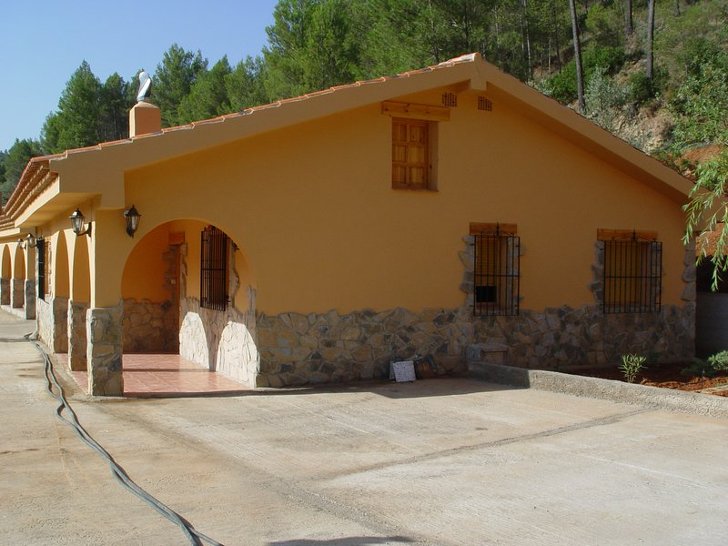 Beautiful house with mountain view, Ferienwohnung in Albacete