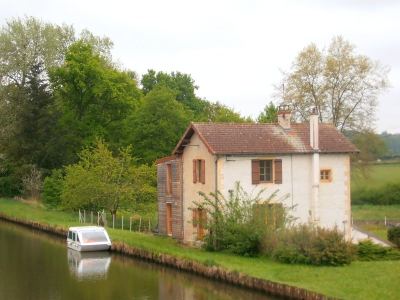 Apartment in Bourg-le-Comte, holiday rental in Paray Le Monial