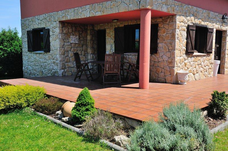 Spacious house with garden, holiday rental in Cadavedo