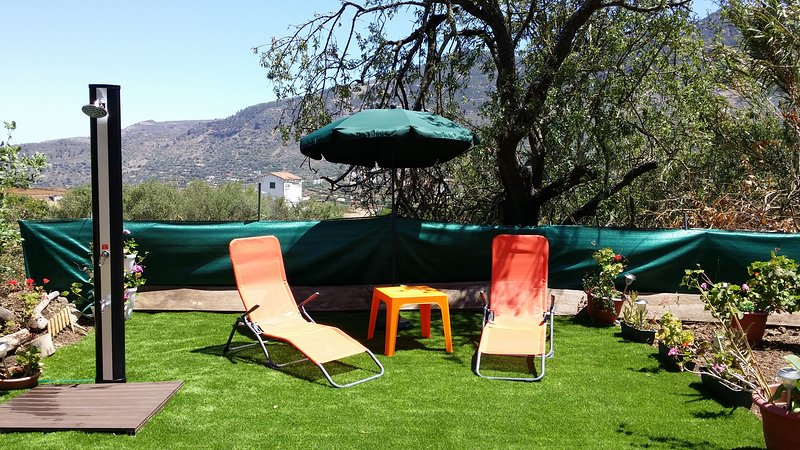 Nice house with garden & Wifi, holiday rental in Valsequillo