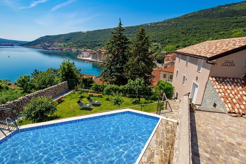 Amazing villa with swimming-pool, location de vacances à Bakar