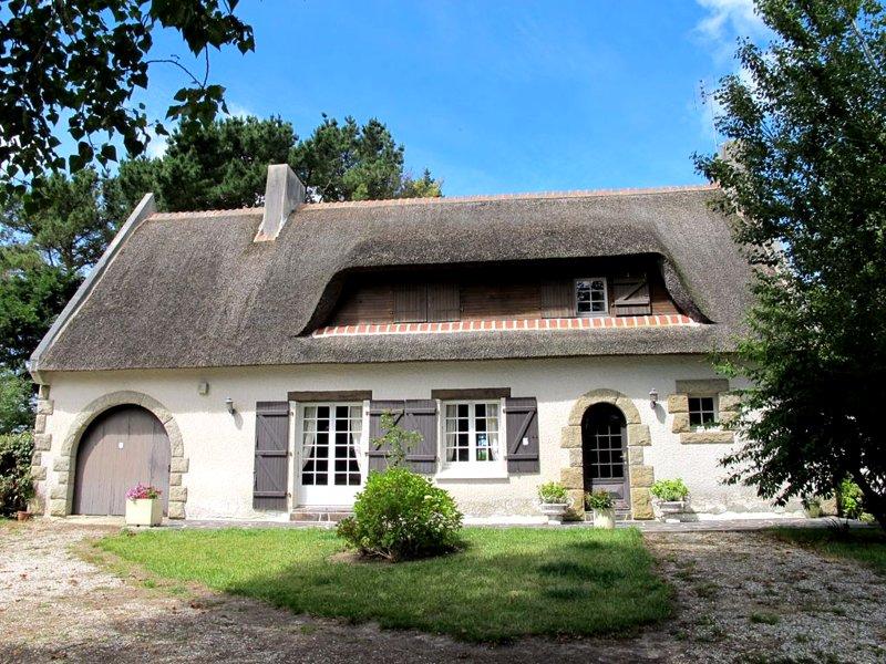 Spacious house near the beach, casa vacanza a Lanhouarneau