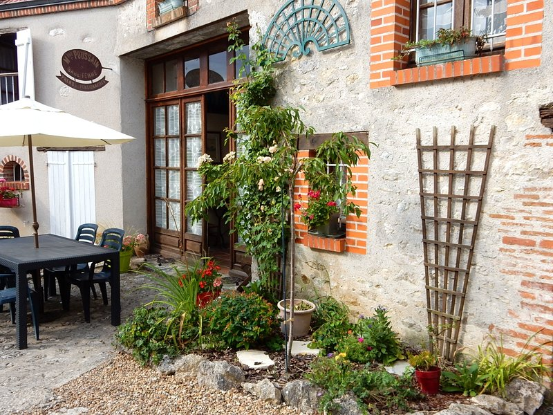Beautiful house with garden & Wifi, casa vacanza a Montlivault