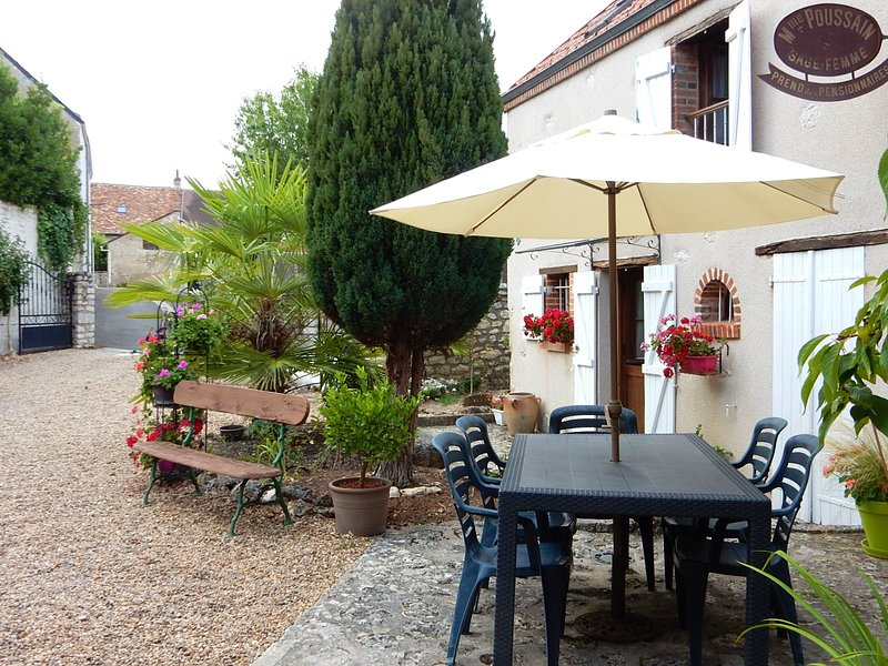 Beautiful house with garden & Wifi, holiday rental in Montlivault