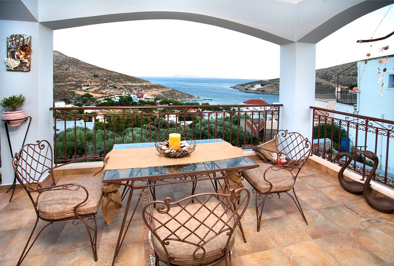 Spacious house with sea view & Wifi, vacation rental in Pothia