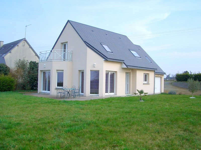 Amazing house with garden & terrace, location de vacances à Courtils