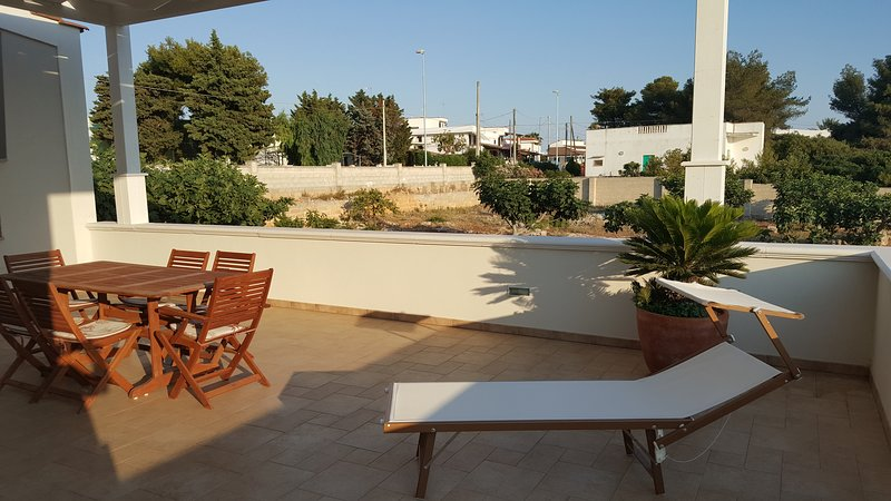 Nice apt with sea view & terrace, vacation rental in Torre Suda